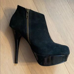 Steve Madden Black Suede Leather Ankle Boot